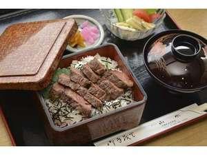 ビジネスホテル山水:レストラン山水の定番メニュー焼肉定食です。