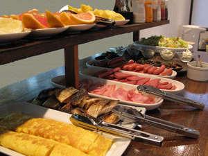 ホテルパティーナ石垣島:充実の朝食☆定番のメニューや季節のおかずなど揃えてます。