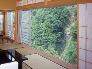 黒部峡谷の眺めが楽しめる・本館特室一例(バス・トイレ付)
