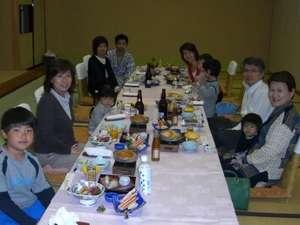 家族みんなで楽しくお食事!おーいしぃ~♪