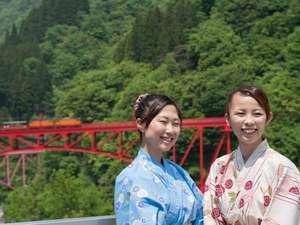 ☆赤い鉄橋を走るトロッコ列車と、記念写真(^^♪☆
