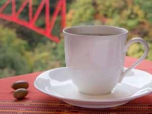 ホテル黒部の前身は純喫茶。当館でお出しするコーヒーは、その頃から変わらない自慢の一杯で、ほっと一息。