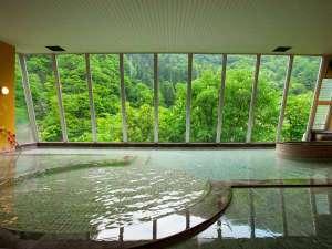 温泉につかり、温まりながら、自然のパノラマを眺める贅沢なお時間を、ぜひともご満喫ください。
