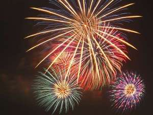 1月から3月の毎土曜日には、毎年恒例の宇奈月温泉冬物語・雪上花火大会♪空気が澄んだ冬の花火を♪
