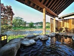 わらべ唄の宿 湯の原:開放感溢れる露天風呂(男湯)