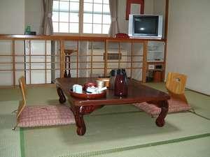 中村屋旅館:ゆっくり足を伸ばして休める和室