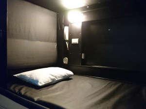 厚木カプセルホテル:カプセルルーム【長さ2.3m・幅1.3m・高さ1.2m】