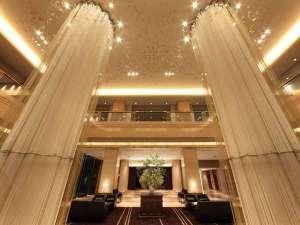 ホテルメトロポリタン仙台:杜の都をイメージした開放感のあるロビー