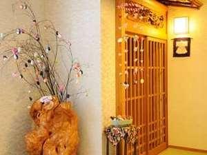 館内には夢飾りと呼ばれる吊るし雛がたくさん飾られています!