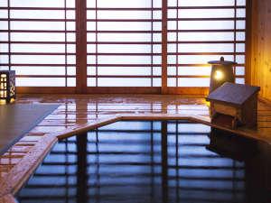 【彩香-客室露天風呂】心地よい風を感じる、木の温もり感じる湯の贅を独占。