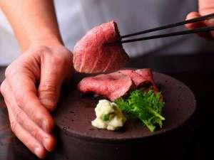 御料理旅館 親和苑 (杜の隠れ家):【夕食】ローストビーフ/メイン例