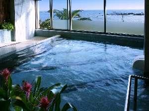 【大浴場】展望温泉大浴場 窓の外には太平洋と白亜の灯台♪