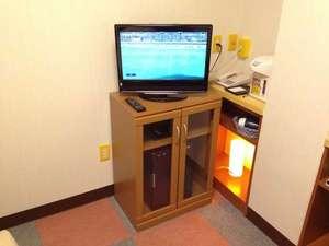 白河ビジネスホテル:テレビ台冷蔵庫のコーナー