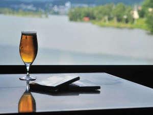 レイクサイド ホステル ジル 白樺湖:お酒と小説と白樺湖の自然に癒される空間。時間を無駄に使いましょう!