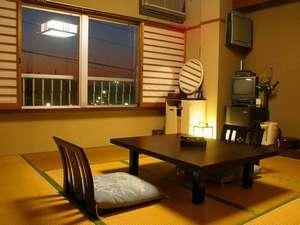 美章苑:暖かい雰囲気の和室でゆっくりおくつろぎ下さい。
