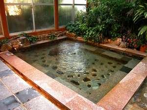美章苑:「銀の湯」「白銀の湯」と呼ばれるお湯。24時間入浴できます。