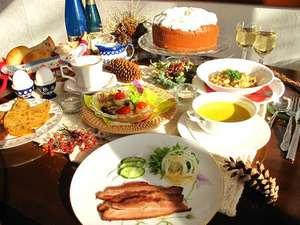 東急リゾート蓼科 ペンション ベルクコット:自家製スモークベーコン、焼立てパン、自家菜園の無農薬野菜、手作りケーキなど心と体に優しいお食事です。