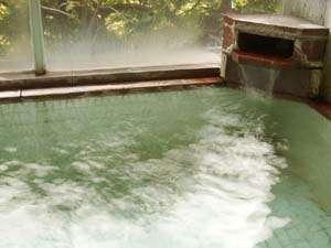 信州鹿教湯温泉 かつら旅館:*内湯/源泉かけ流しなので飲泉可