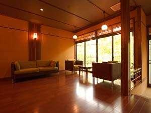 信州鹿教湯温泉 かつら旅館:*温かみ溢れる雰囲気のロビー