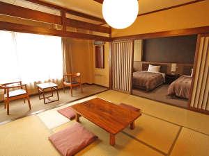 信州鹿教湯温泉 かつら旅館:*和洋室 人気の和洋室・新しく作られたベッドルームとあわせると広い贅沢なお部屋となっております。