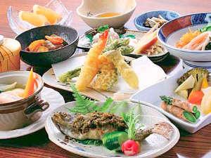 信州鹿教湯温泉 かつら旅館:*お夕食一例/自家製や地元食材にこだわった田舎会席をお楽しみください。