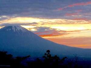 川涌の湯 マウントビュー箱根:富士山の夕景、ベストポイントもすぐ近く♪
