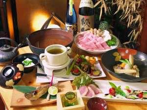 酒仙の宿 晩:目にも鮮やかな夕食(一例)