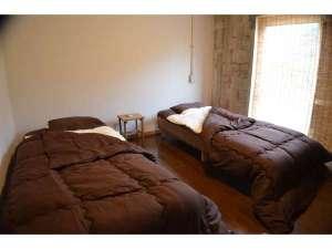 ゲストハウス いーさー:ツインのお部屋で、2名様でご利用いただけます。