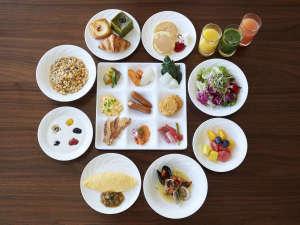 神戸ポートピアホテル:本館30階スカイグリルブッフェ「GOCOCU」 朝食イメージ