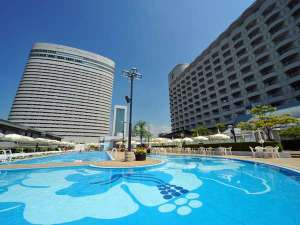 神戸ポートピアホテル:本館&南館と夏季限定屋外プール♪お子様用プールもあって家族で楽しめる★