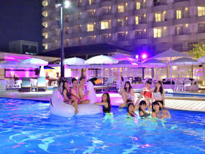 神戸ポートピアホテル:大人だけの夜の空間、ナイトプールでフォトジェニックな非日常体験を♪