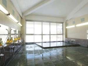 鶯宿温泉 レムナント鴬宿:ゆったりとした大浴場