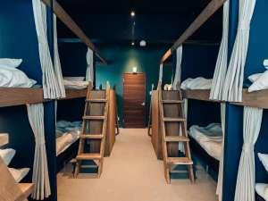 Tune Hakodate Hostel&Music Bal:各ベットにはカーテンが付いてますので、ゲストハウスが初めての方でも安心してご利用いただけます。