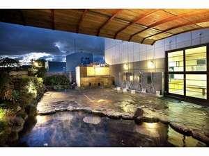 道後温泉 ホテルルナパーク:広々として雰囲気の良い露天風呂