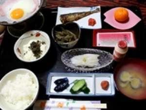 薬研温泉 薬研荘:・新鮮なイカのお刺身は朝食で!・栄養バランスも良く、ボリューム有り!