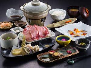 ニセコアンヌプリ温泉 湯心亭:ご夕食一例:心も体も元気になれるお料理を、おもてなしの心を加えてお出し致します