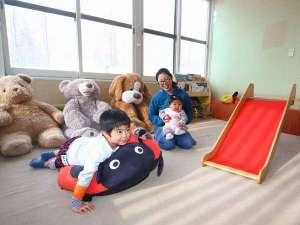ニセコアンヌプリ温泉 湯心亭:小さなお子様も安心!1階の休憩室内にキッズスペースをご用意。お子様と一緒にお楽しみいただけます!