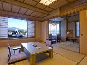 昔心の宿 金みどり:白砂の頂と暮坂の里:10畳+6畳角部屋 当館では一番広いお部屋です。 ν