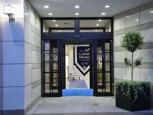 コートホテル新横浜:アッシャーが笑顔で温かくお出迎え