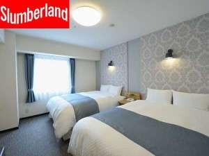 コートホテル新横浜:フラワーをモチーフにしたインテリアコーディネーションで、カーテンや照明、家具などを一新。