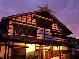 北アルプスと松本平を一望する 天空の一軒宿 茜宿の写真