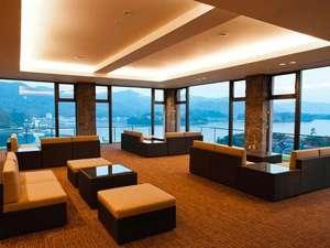 眺望絶佳・露天風呂の宿 萩観光ホテル:【展望ロビー】開放感たっぷりの眺めに思わず声があがります