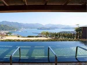 眺望絶佳・露天風呂の宿 萩観光ホテル:露天風呂【汐音の湯】 肩まで浸かれば、まるで海に浮かんでいるよう♪