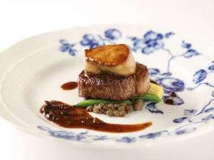 神戸トアロード ホテル山楽(旧ホテルトアロード):アルポルトディナー一例 【仔牛フィレ肉とフォアグラのソテー】