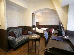 神戸トアロード ホテル山楽(旧ホテルトアロード):古き良きイギリスを思い起こさせるワンランク上のお部屋で、ごゆっくりお寛ぎください。