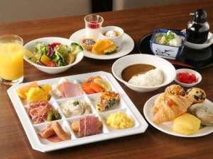 神戸トアロード ホテル山楽(旧ホテルトアロード):人気のカレーに手作り豆腐!焼きたてパンも充実!30種類以上の朝食ビュッフェ♪