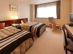 ホテルサンルート福島:スタンダードツイン2015年クロス、絨毯張替しました。より一層寛げる空間になっております。