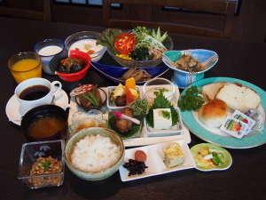 ホテルサンルート福島:スタッフが毎朝手作りの朝食バイキングが人気です。是非、福島の味をご堪能下さい。