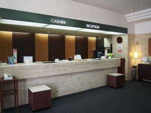 ホテルサンルート福島:フロントカウンター(2016年7月改装)