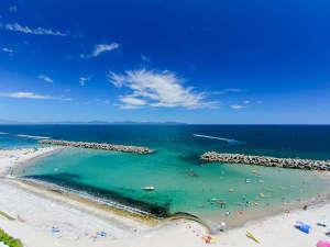 夏は目の前の浜が公式海水浴場になります♪
